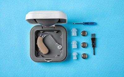 Come pulire e mantenere efficiente l'apparecchio acustico