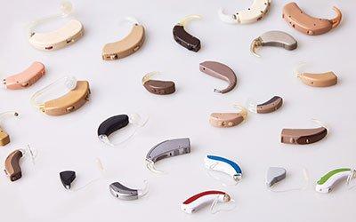Idee regalo per chi indossa l'apparecchio acustico